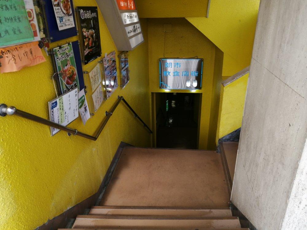朝市飲食街の入口