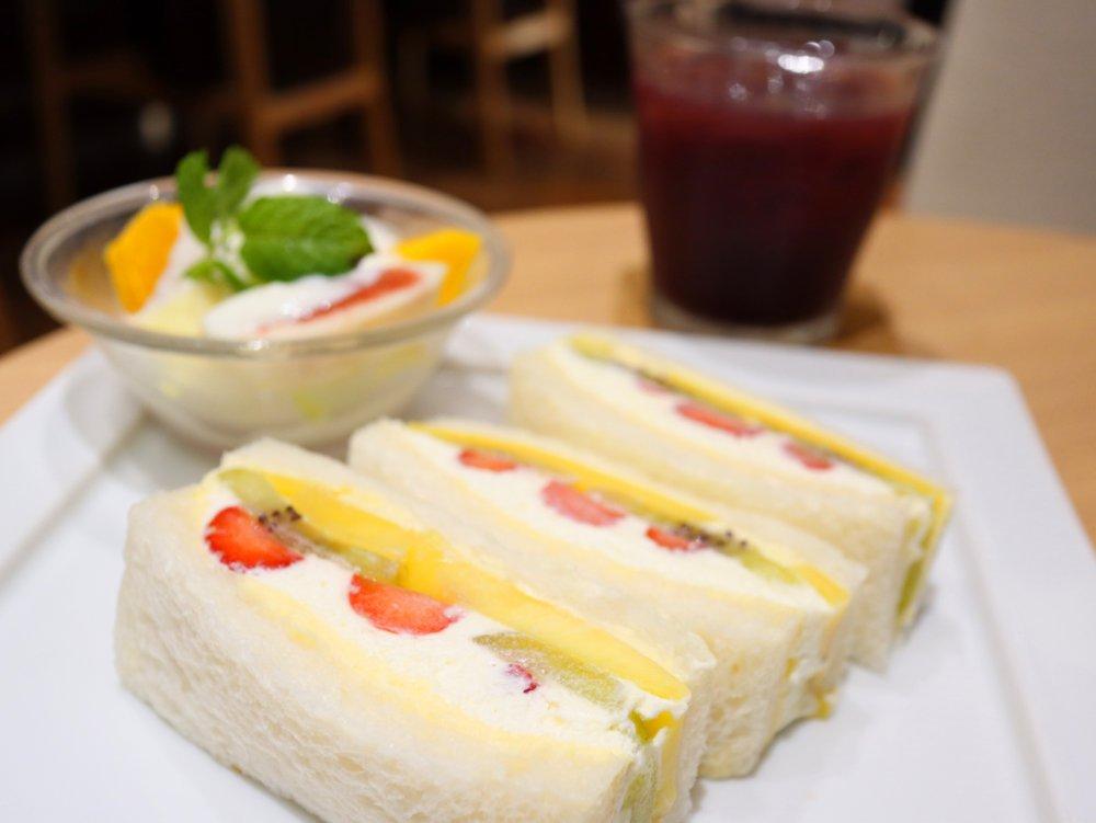 ITAGAKI FRUIT CAFEでフルーツランチ