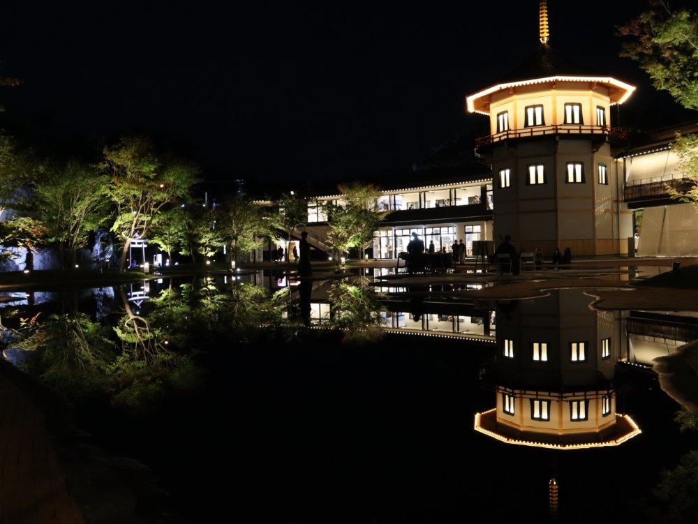 松島離宮 水面に映るレツルタワー