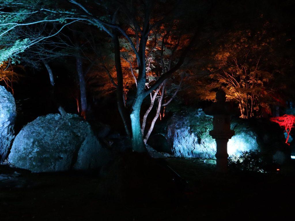 秋保岩のライトアップ