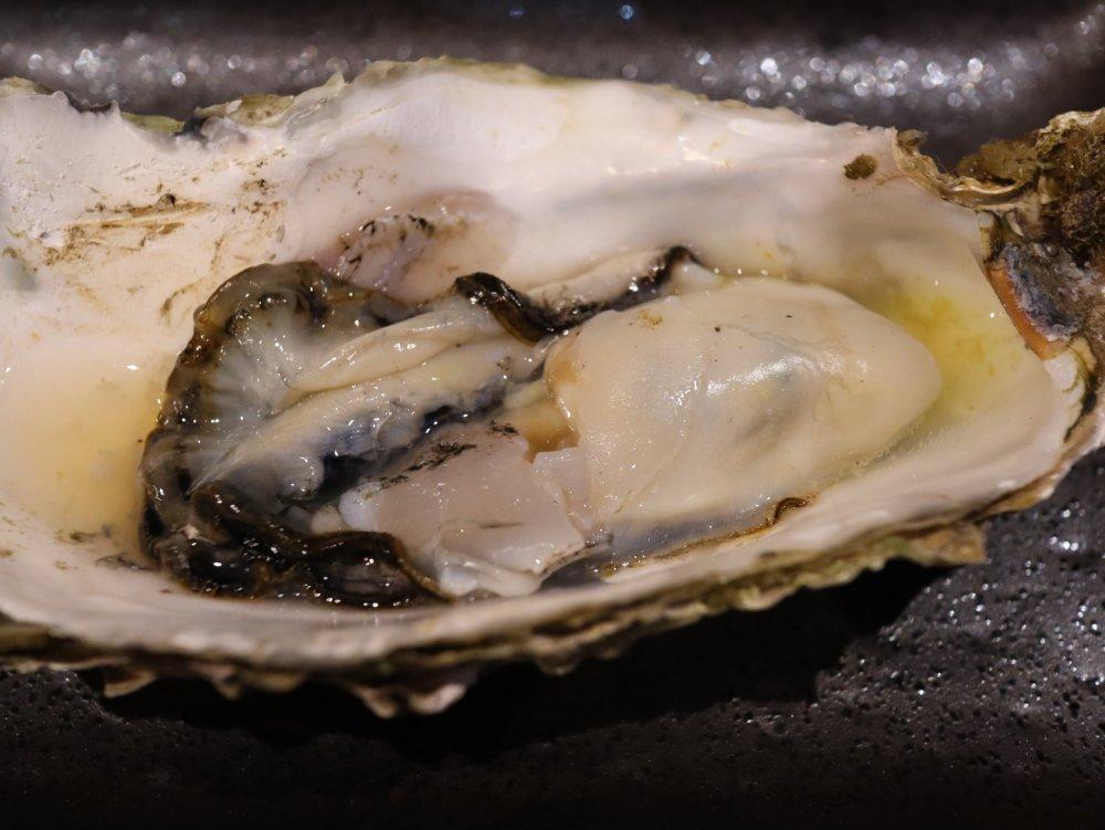 軽く炙った牡蠣