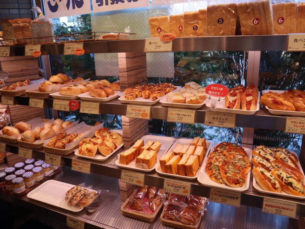 石井屋の種類豊富なパン