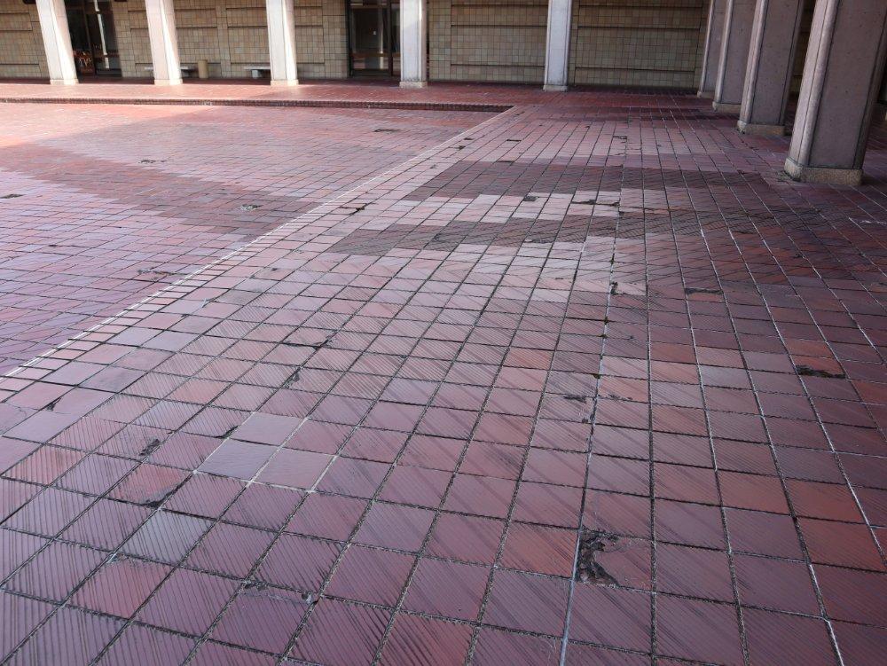 宮城県美術館 老朽化した床