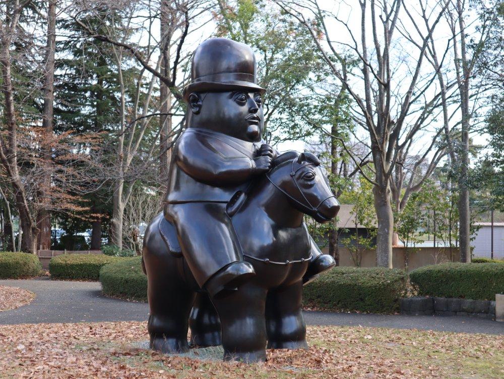 フェルナンド・ボテロ「馬に乗る男」