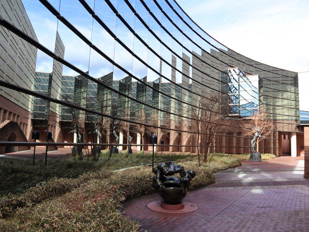 佐藤忠良記念館の外壁