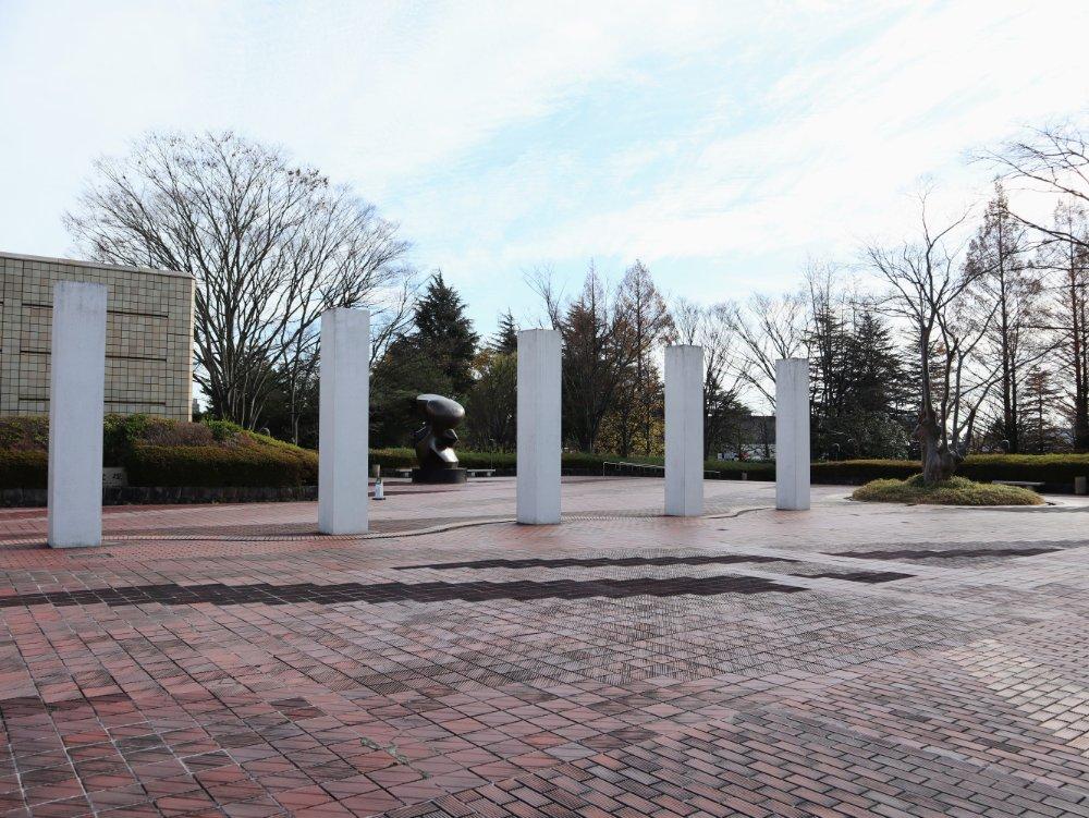 宮城県美術館 前庭