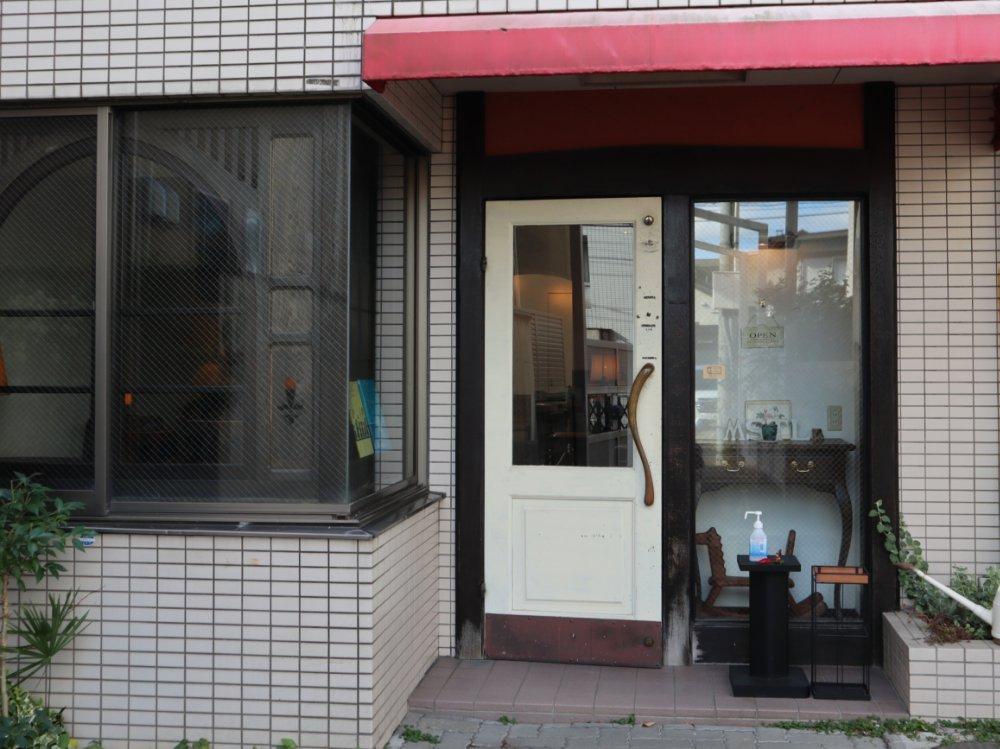 カフェ モンサンルー 入口