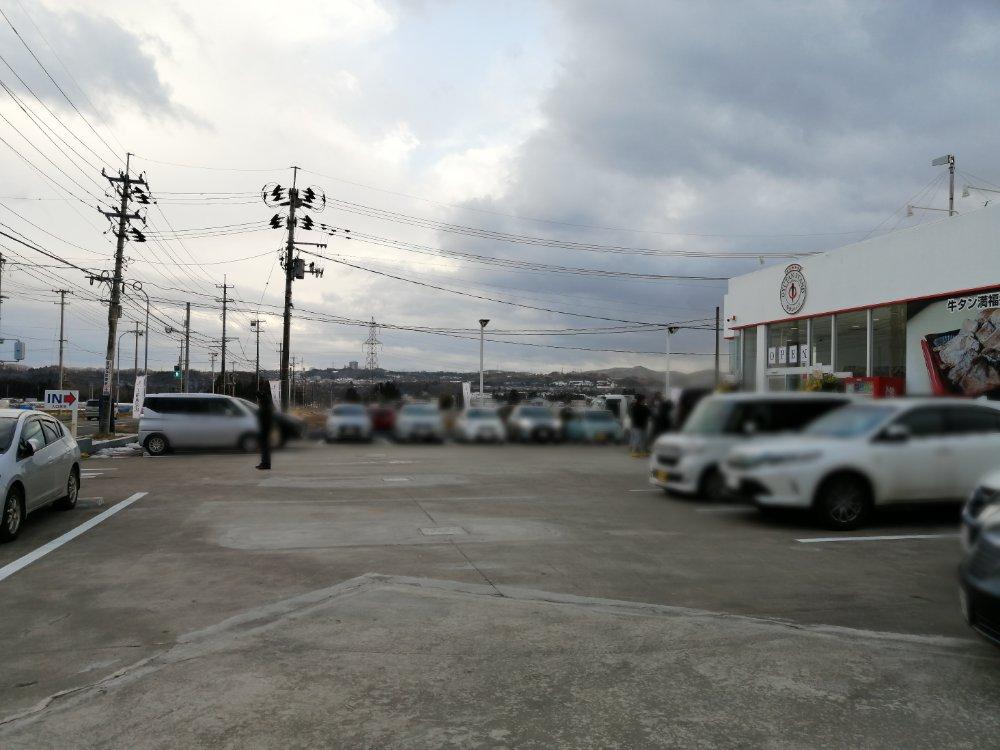 陣中牛タンスタンド泉店の駐車場