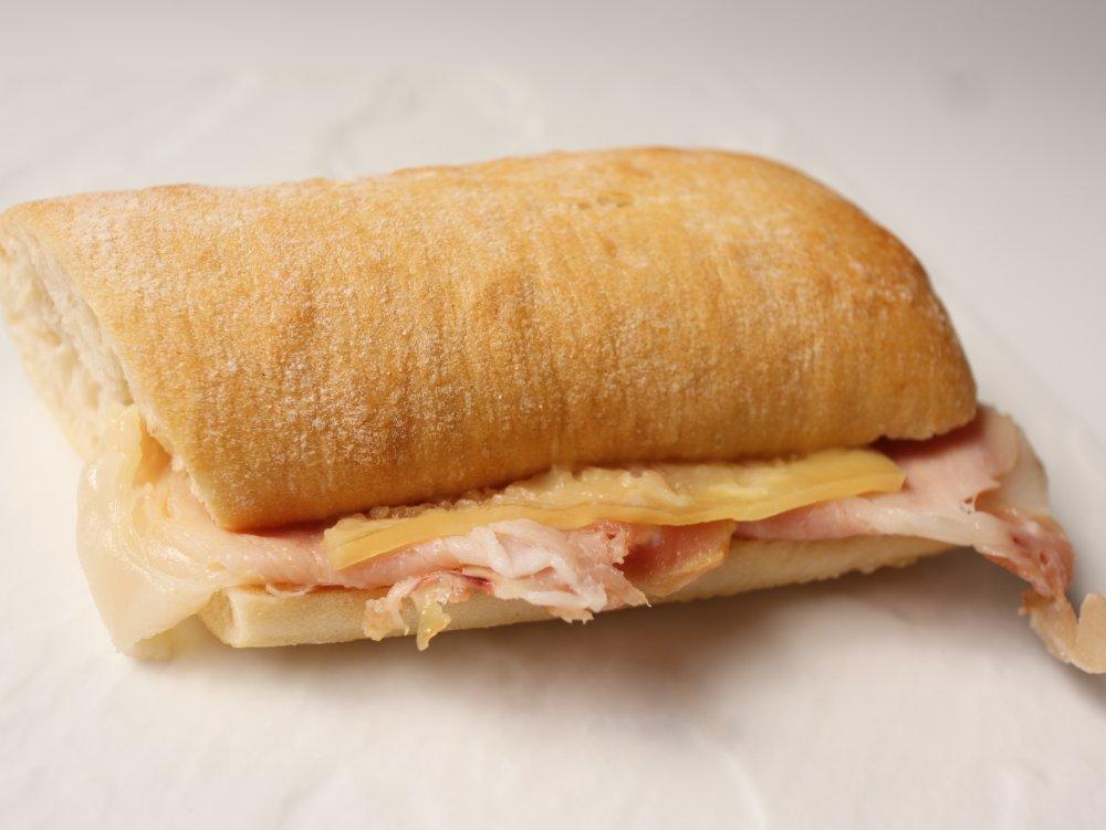 龍泉洞黒豚ハムとコンテチーズサンドイッチ