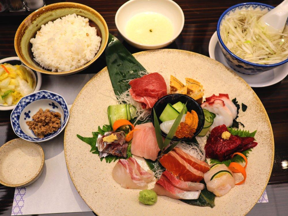 たんや善治郎 二日町店 海鮮10種盛り定食
