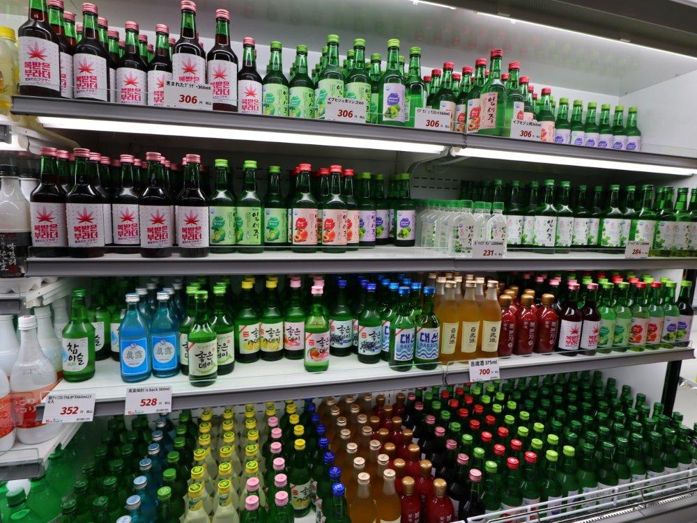 お酒は韓国・全羅南道の焼酎「イプセジュ」