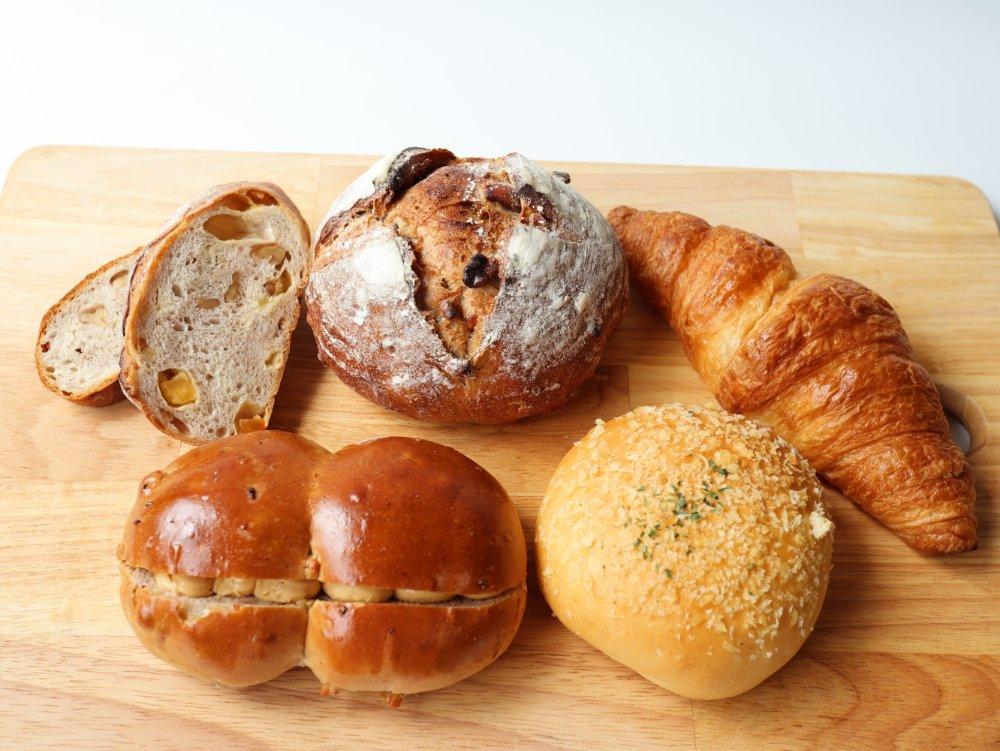 ローカルベーカリーのパン5種