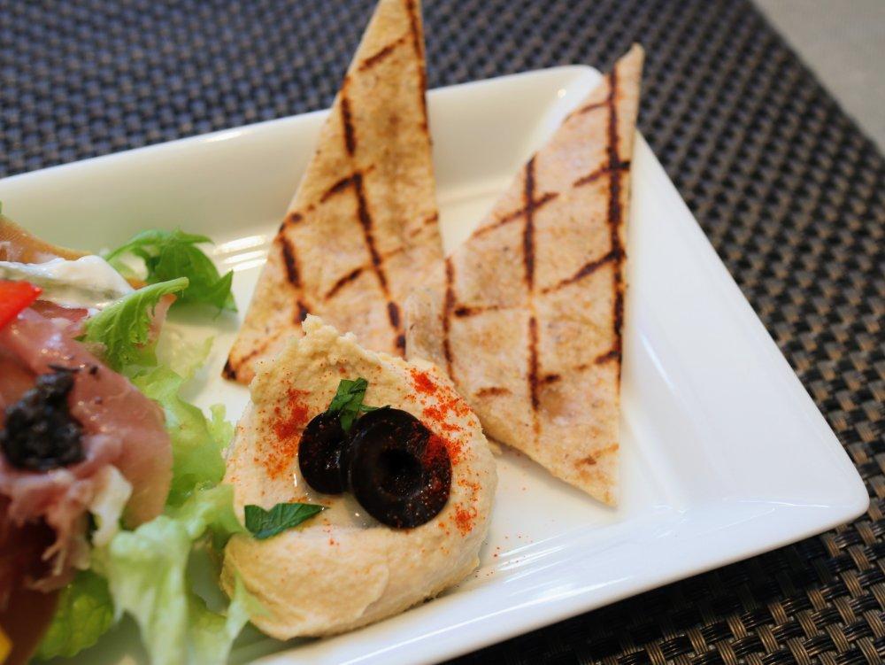 トルコ伝統料理フムスとピタパン