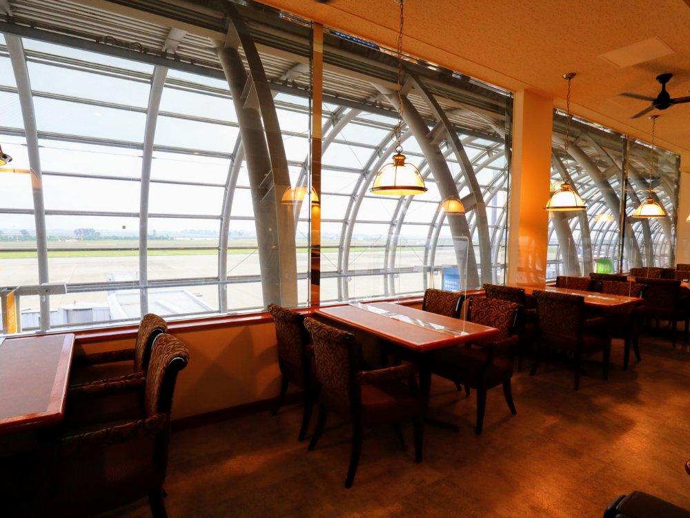 仙台空港の飛行機が見えるレストラン