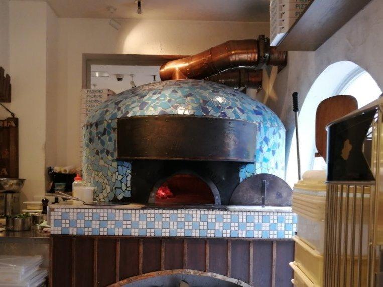 勝山館のピザ窯