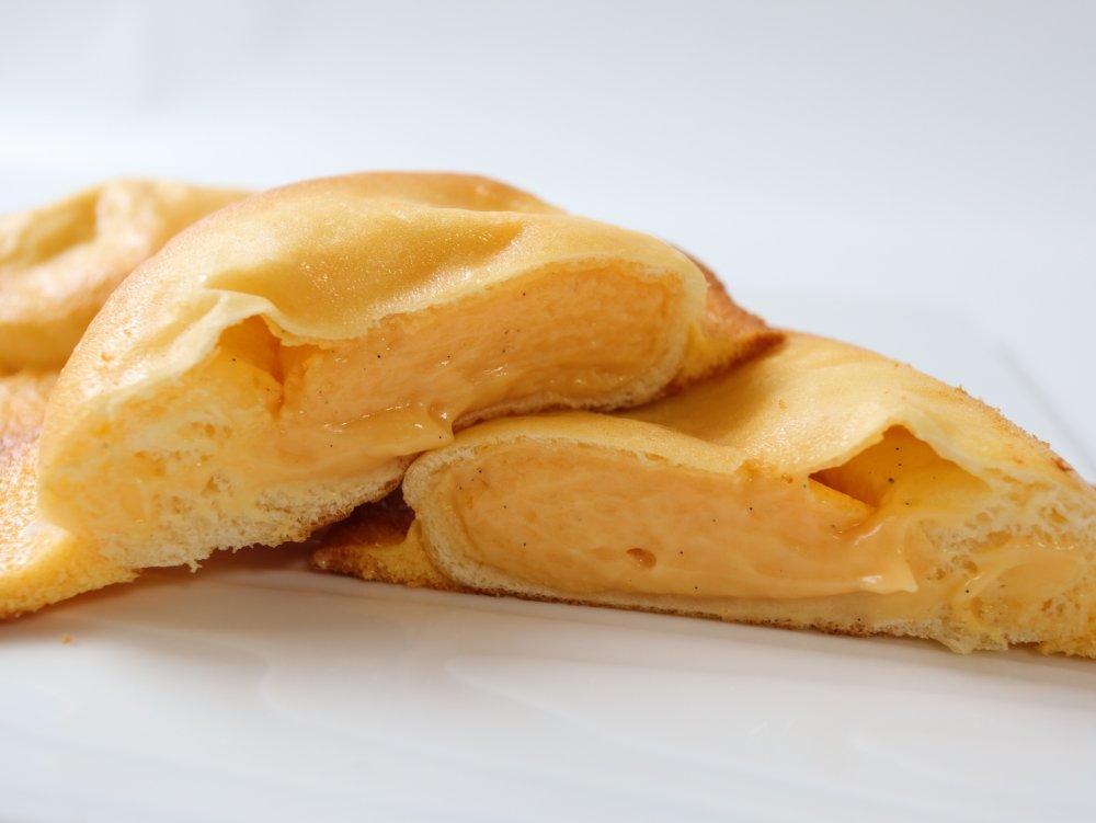 カットしたクリームパン