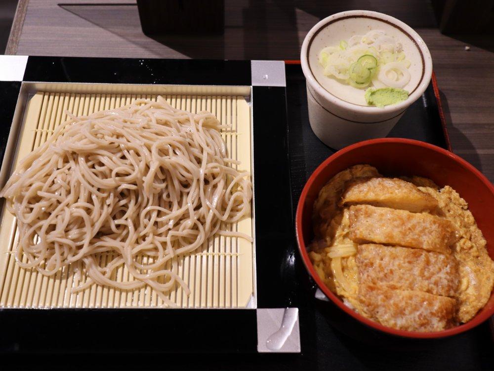 立食い立飲み 葵 中央3丁目店 ミニカツ丼セット