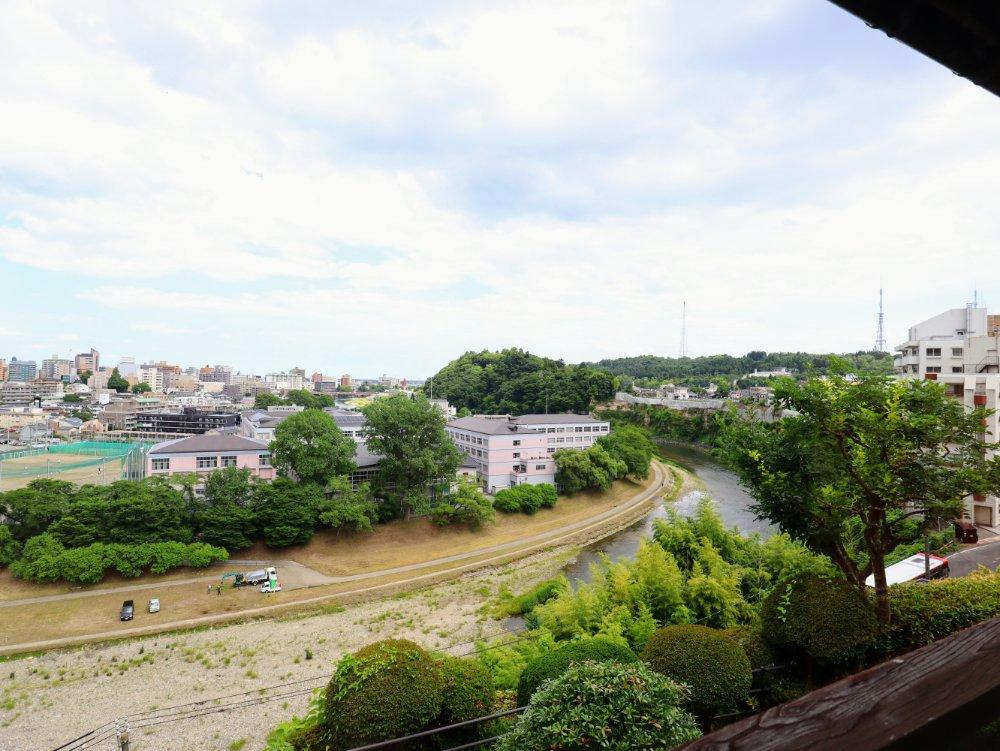 東洋館から望む広瀬川