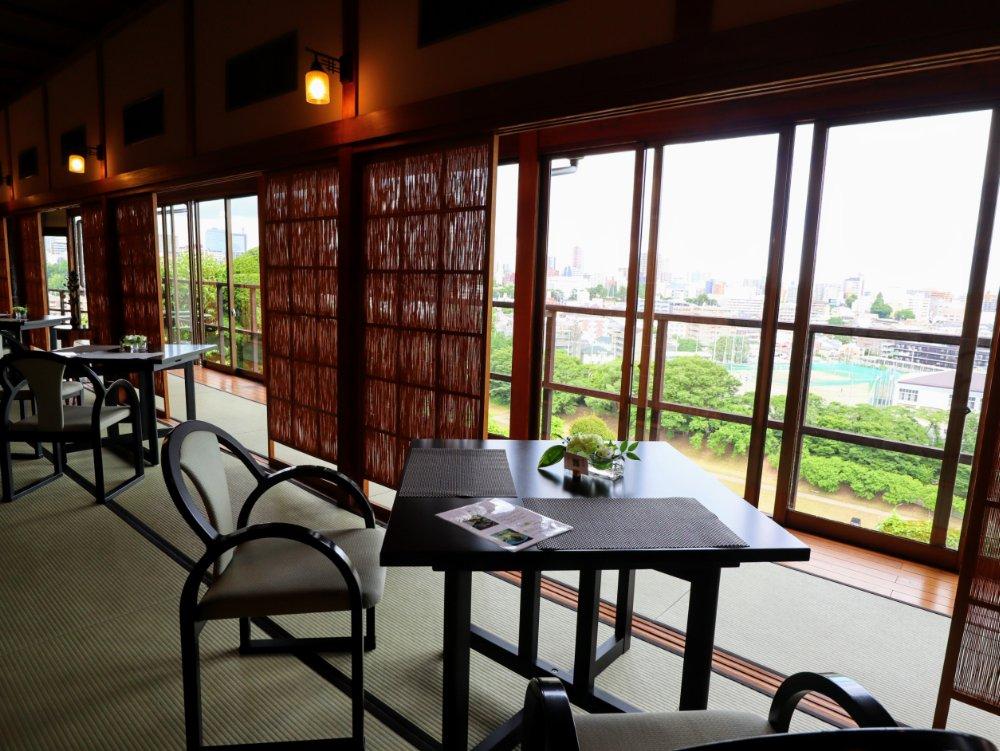 東洋館の2階カフェ