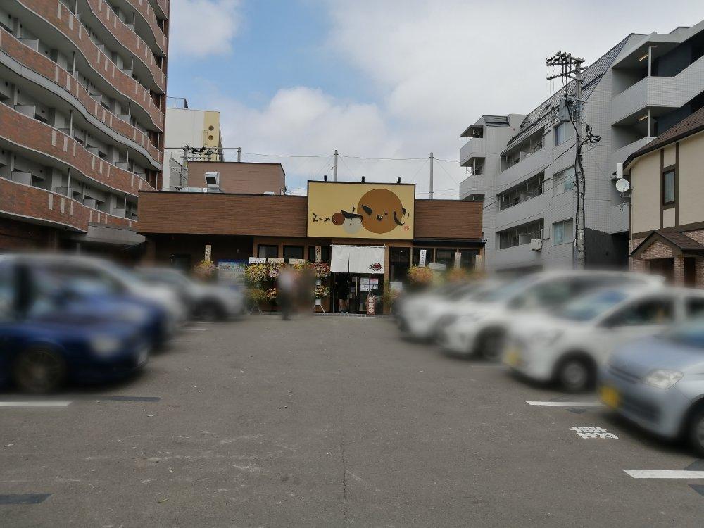 らーめんかいじ愛宕橋店の駐車場