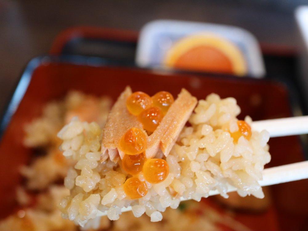 鮭とイクラと炊き込みご飯