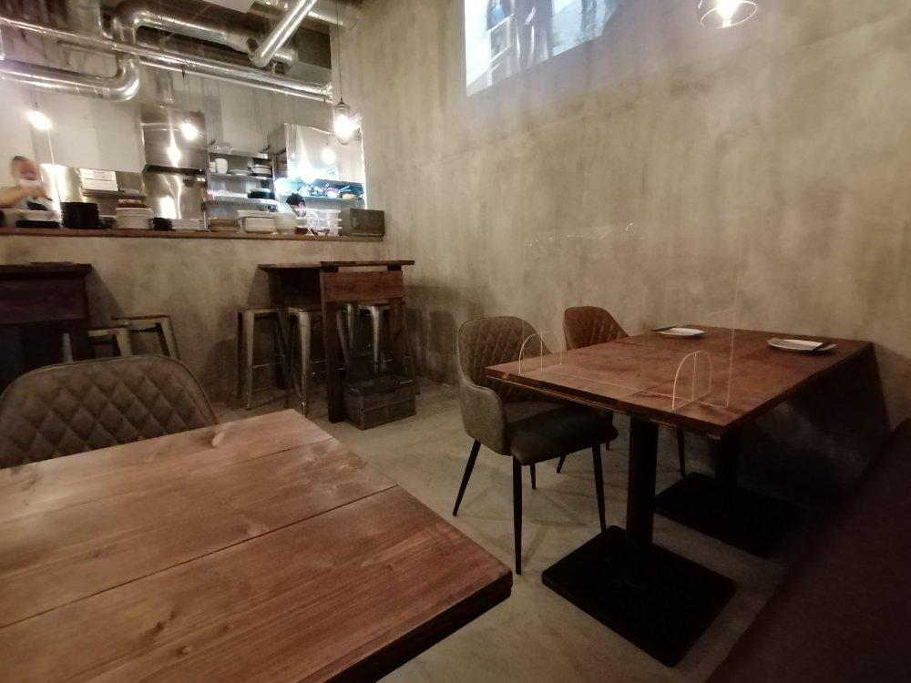 テーブルとカウンター