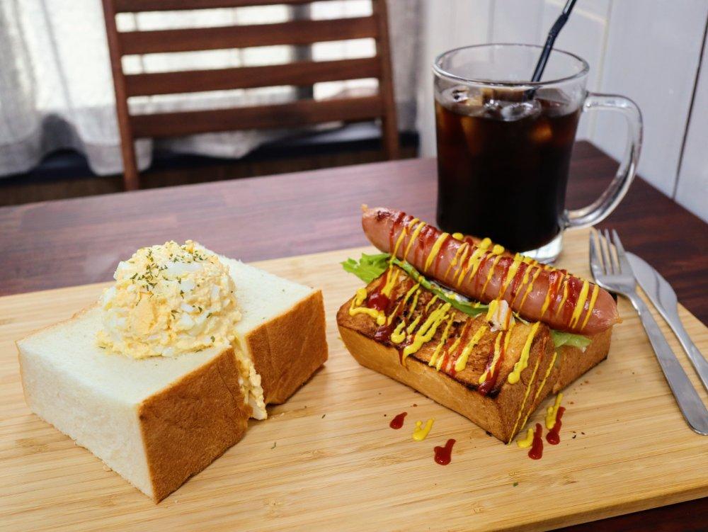 タイニーテーブルの極厚サンドイッチ
